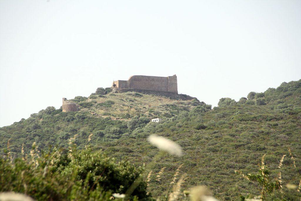 collina di monreale con il castello sulla sommità