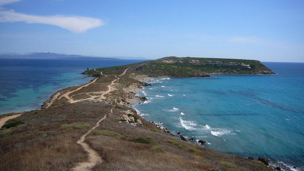 la penisola del sinis con la torre costiera sullo sfondo