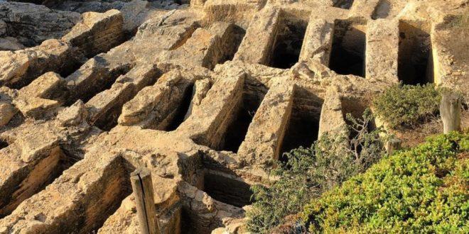la necropoli punica dell'area archeologica di tharros, penisola del sinis